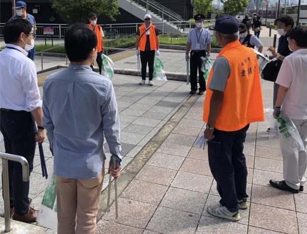 ユニバーサルシティ駅前の放置自転車対策・ゴミ清掃に参加